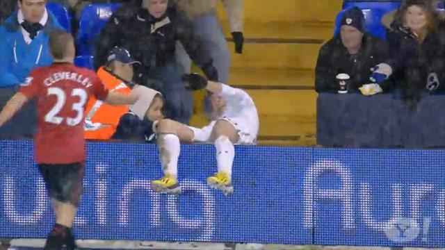Tennis - Hot or Not: Bale takes a tumble