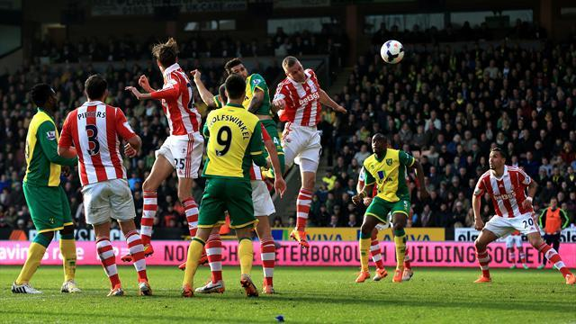 Premier League - Walters scores and sees red as Stoke hold Norwich