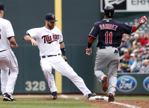 Hunter homers for Twins in 7-2 win over Indians