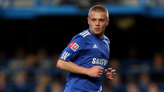 Championship - Leicester sign ex-Chelsea trainee Clifford