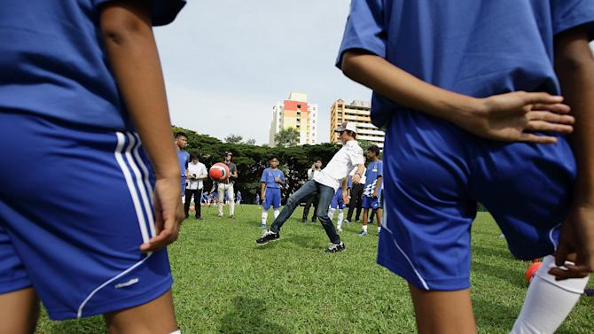 Dribble And Race With Chelsea FC And Sauber F1