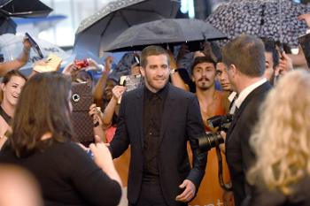 Toronto Report: Jake Gyllenhaal Faces the Fans and Gets 'Weird' at 'Nightcrawler' Premiere