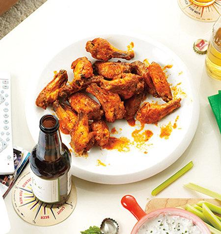 Baked Chicken Wings Turn Football Foes Into Friends