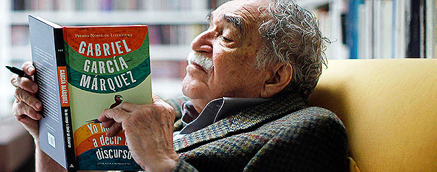 "Colombia's Nobel Literature Prize laureate Gabriel Garcia Marquez reads his latest book, titled ""I Didn't Come Here to Make a Speech"", at his home in Mexico City, Monday, Nov. 1, 2010. (AP Photo/Miguel Tovar)"