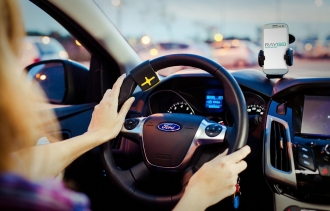 This Gadget Lets You Text and Use Apps While Driving, Without Looking at Your Smartphone