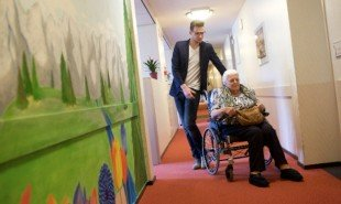 deventer-care-home-students-elderly