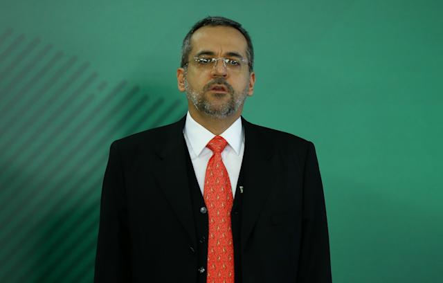 ***照片文件***巴西利亚利亚,DF,04.04.2019-教育部长亚伯拉罕·温特劳布(Abraham Weintraub)在巴西利亚(DF)的Planalto宫拥有。 (照片:Pedro Ladeira / Folhapress)