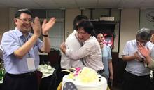 【2017國慶】內政部長昨生日 蘇嘉全慶生被熊抱