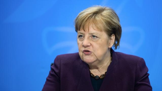 Bundeskanzlerin Merkel äußert sich bei einer Pressekonferenz. In Deutschland sind bislang mehr als 2400 Infektionen mit dem neuen Coronavirus bekannt.