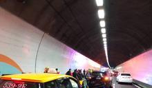 雪隧南下21.5公里5車追撞11人傷 單線通行