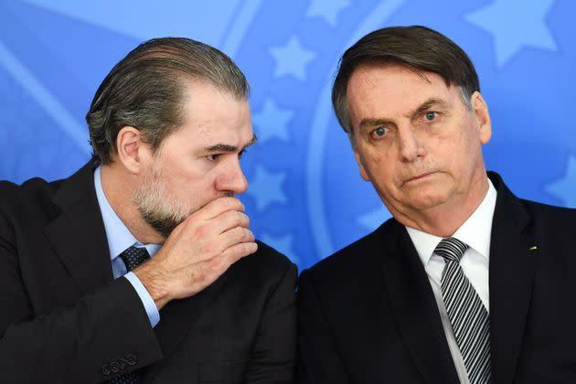 Dias Toffoli通过有利于两方面政治人物的决策来左右平衡。