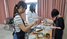 建國科技大學外籍生 學做月餅體驗異國文化