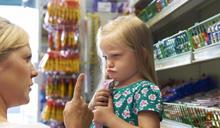 爸媽一定要看!吃了添加色素的糖果,真的會讓小孩過動嗎?