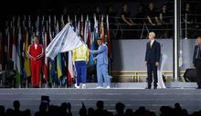 世大運閉幕》柯文哲交旗拿波里代表 「神將」熄滅聖火說再見