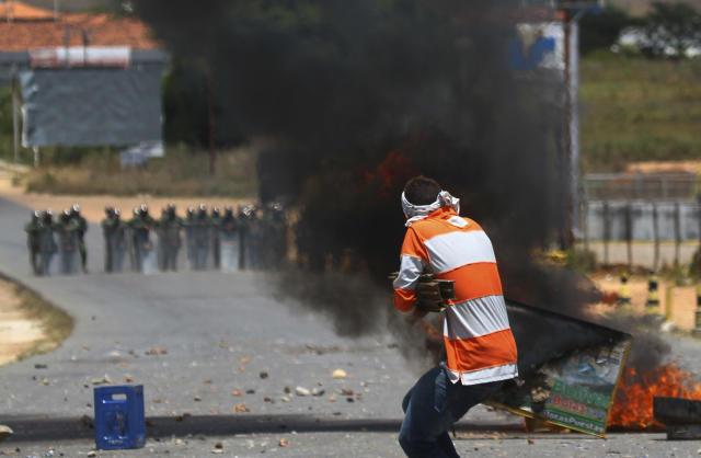 Situação na fronteira entre Brasil e Venezuela segue tensa - Foto: AP Photo/Edmar Barros
