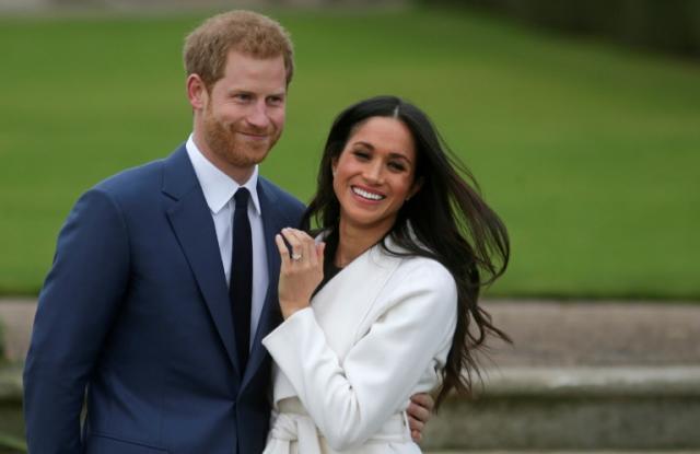 El príncipe Enrique y su esposa Meghan Markle en una imagen del día que anunciaron su compromiso en 2017