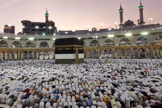 Le pèlerinage à La Mecque a démarré ce vendredi 9 août. Parmi les rituels, celui de faire 7 fois le tour de la Kaaba.