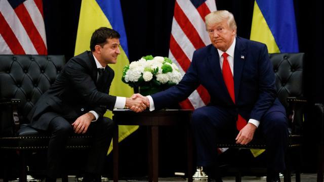 US-Präsident Donald Trump (r) mit Wolodymyr Selenskyj, Präsident der Ukraine am Rande der UN-Generalversammlung in New York. ©Evan Vucci/AP/dpa