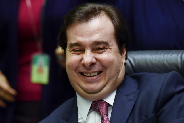 Rodrigo Maia se emociona ao anunciar votação favorável à Reforma da Previdência (Foto: Evaristo Sá/AFP/Getty Images)
