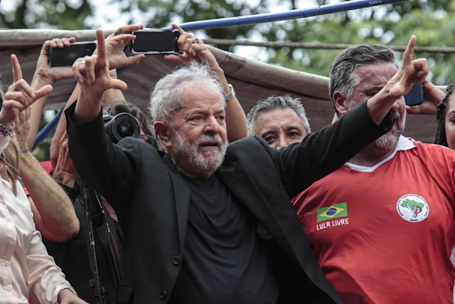 巴西贝纳尔多·D·坎波,2019年11月11日-前总统卢拉在圣保罗贝纳多·杜坎普(巴西)ABC金属工人工会的一次演讲中。 卢拉(Lula)自昨天下午离开库里蒂巴(Curitiba)的联邦警察总部以来,一直是圣保罗的第一人,自2018年4月起在这里服刑。(照片:Suamy Beydoun / AGIF / Folhapress)