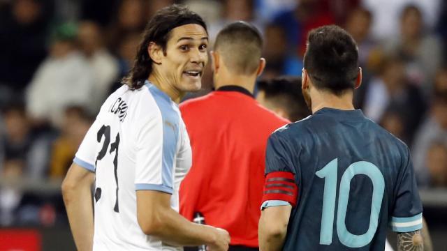 """卡瓦尼叫梅西去战斗。阿根廷人接受了:""""任何时候"""""""