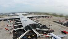 廣東暴雨致陸空交通受阻 深圳機場多個航班延誤取消