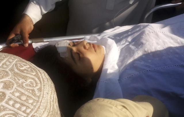 遭受袭击后,马拉拉被转移到医院。