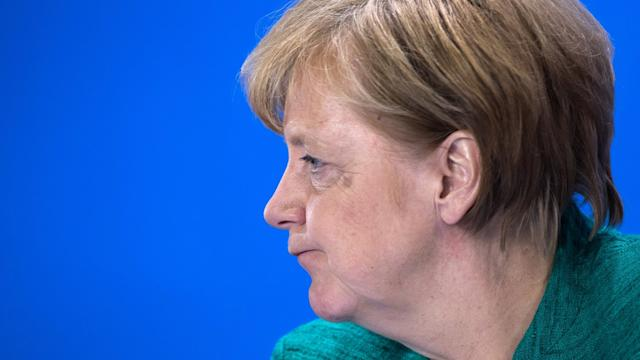 Bundeskanzlerin Angela Merkel am Ende eines Tages voller Zerreißproben. Foto: Bernd von Jutrczenka