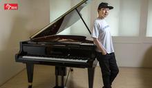 曾窮到快沒飯吃!無名小站神曲創作者 載浮10年終圓鋼琴夢