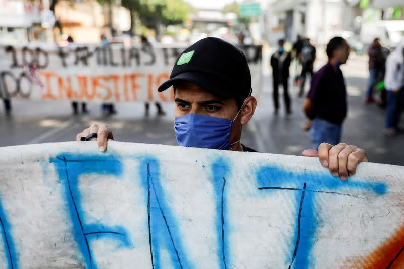 Mexican coronavirus cases pass 1,000, health emergency declared