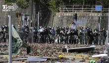 示威者撤離遭警逼回 港媒:理大尚有7百人