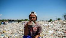 塑膠垃圾湧向東南亞 印尼小村居民作為謀生器具