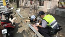 民眾遛狗突身體不適倒地 熱心民眾報請警消協助就醫