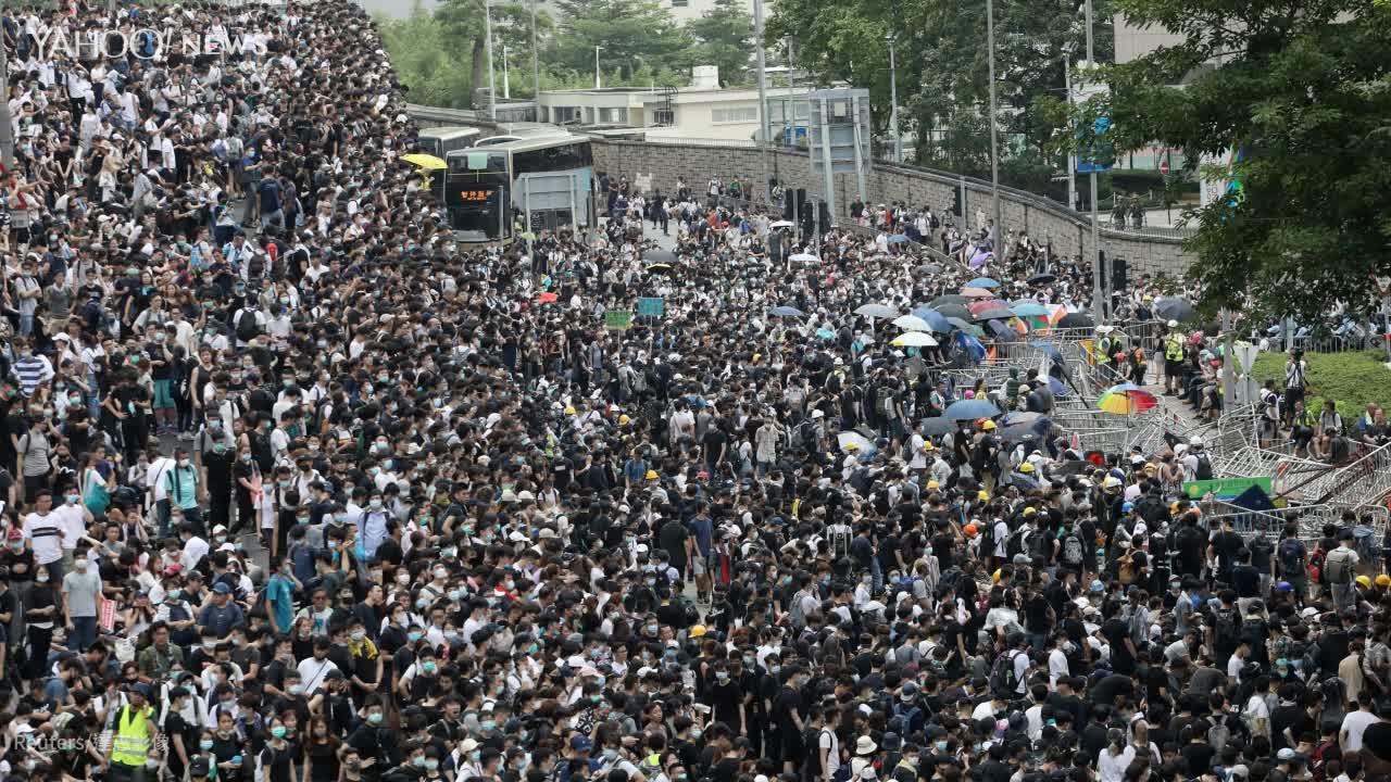 「反送中」示威 港警開槍 丟催淚彈爆衝突