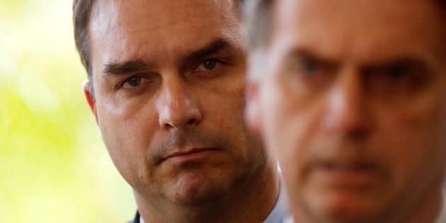 Na quarta-feira (12), o presidente eleito Jair Bolsonaro (PSL) afirmou que nem ele e o filho Flávio são investigados, mas que irá pagar a conta se algo estiver errado.