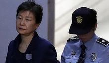 辯護律師團因「無助」辭職!朴槿惠:崔順實的背叛毀了我