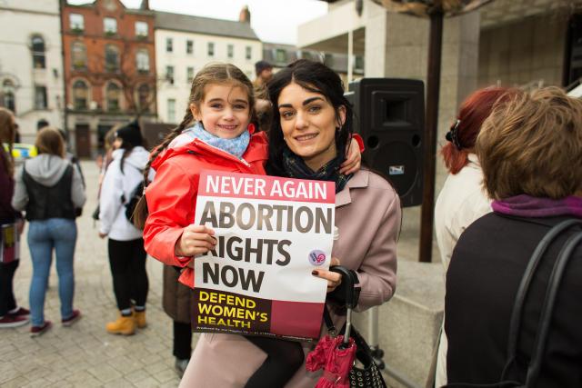 Una manifestante a favor del aborto en Dublín, Irlanda.