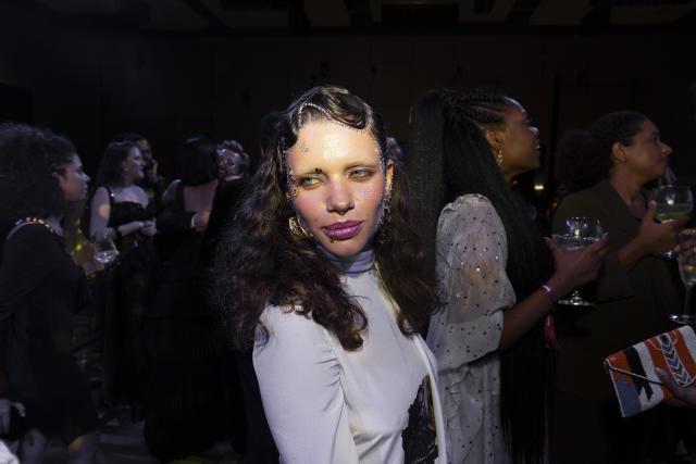 布鲁娜·林茨迈尔(Bruna Linzmeyer)于今年10月举行的万圣节舞会上(照片:Mathilde Missioneiro / Folhapress)