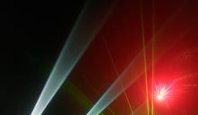 用雷射筆照射飛機 可能會害駕駛暫時失明、影響飛安