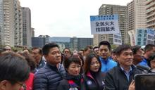 國民黨立委穿背心遊行 網友酸:作秀怕人不知道?