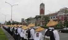 近百志工進坐凱道盼公投法儘速通過 協商仍告破裂