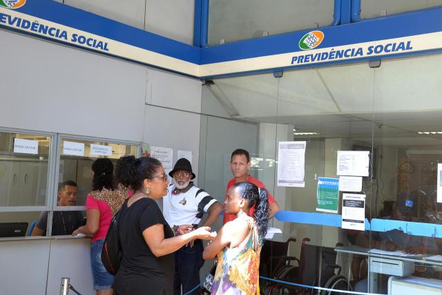 Medida provisória assinada por Jair Bolsonaro vai iniciar um novo pente-fino em todos os benefícios pagos pelo INSS e cortar pagamento sem aviso (Romildo de Jesus/Futura Press)