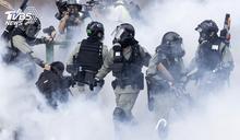 衝鋒槍vs.土製炸彈 港警民對峙暴力升級