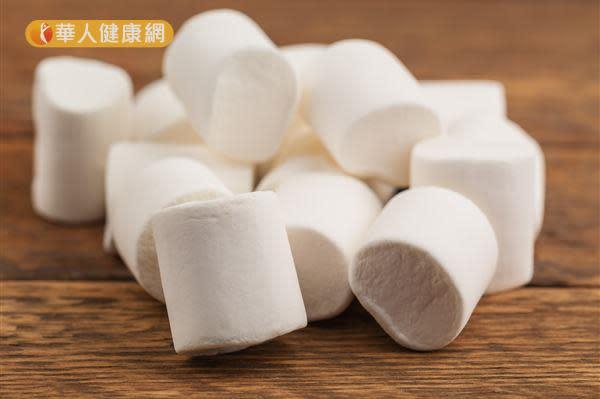 喉嚨痛要吃棉花糖?你沒聽過的治療小偏方!