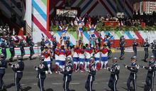 國慶序幕 競技啦啦隊與三軍樂儀隊合體演出 (圖)