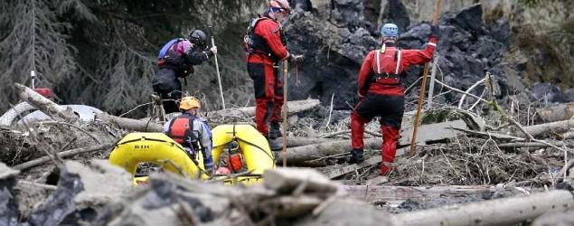 Mudslide toll rises as grim search continues. (AP/Elaine Thompson)