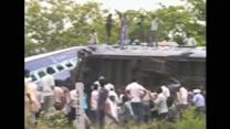 Train crash leaves at least 40 dead in India