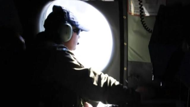 Fading signals add urgency to search for missing Malaysian jet