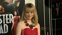 "El infalible look ""hot red"" de Emma Stone"