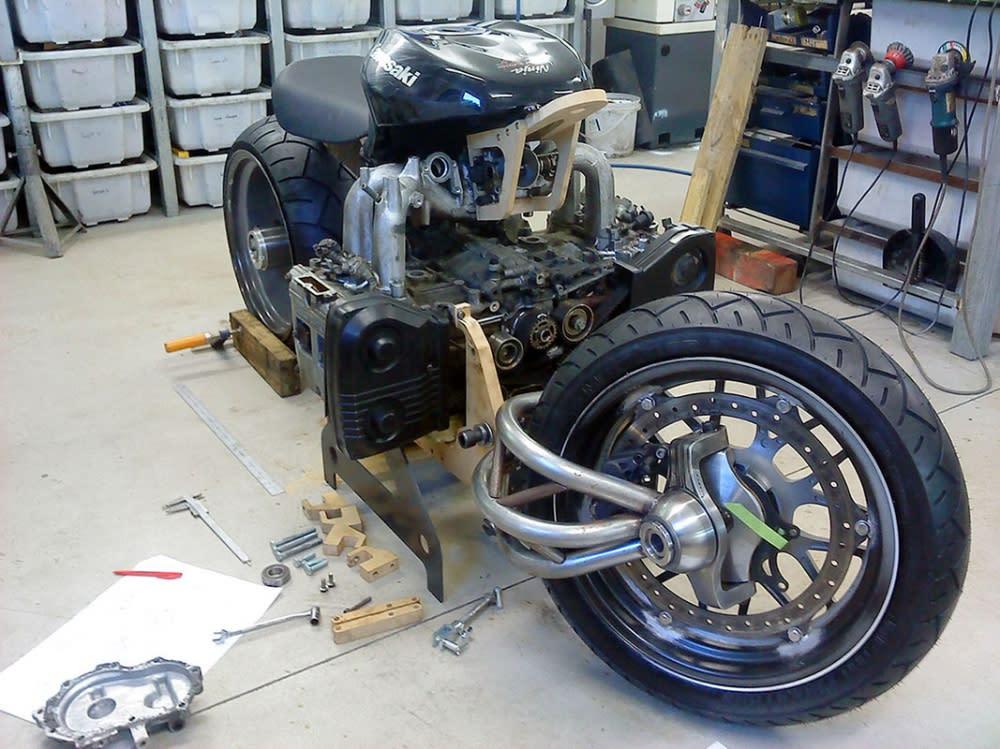 為了塞下這顆BOXER引擎,全車CAD設計與CNC加工、焊接都由Marcel一人獨自完成。
